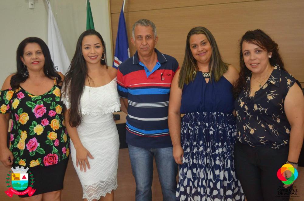 Sandra Elizabeth, Simone Aparecida, Camila Aparecida, Ronaldo Schiszler, Flavia Sueli. Foto: Prefeitura de Santa Cruz de Minas