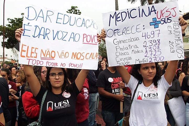 Estudantes e professores voltam a protestar em todo o Brasil