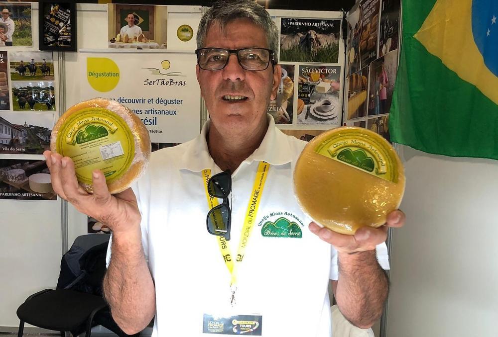 José Orlando com seus queijos - foto: divulgação