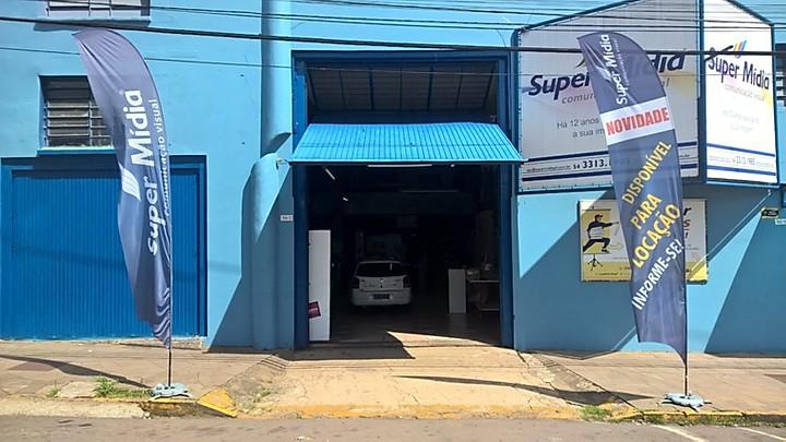 Bandeira cafona vira febre no comércio de SJDR
