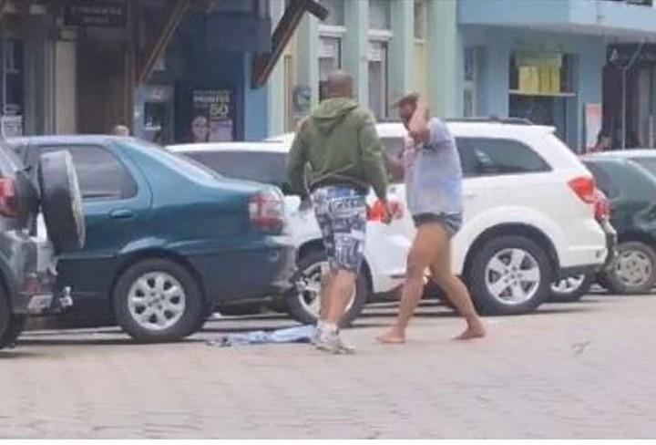Vídeos, fotos e comentários desastrosos foram enviados e compartilhados pelo WhatsApp, inclusive da vítima agonizando próximo da morte. Foto: internet