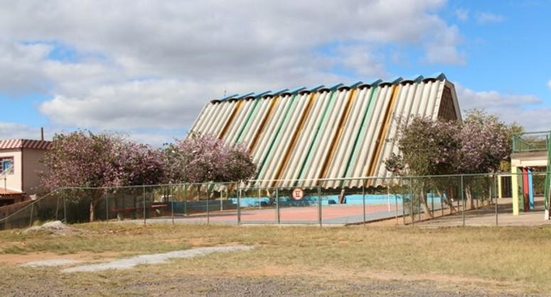 Escola Municipal Embaixador Martim Francisco, Caic. Foto: reprodução Barbacena Online