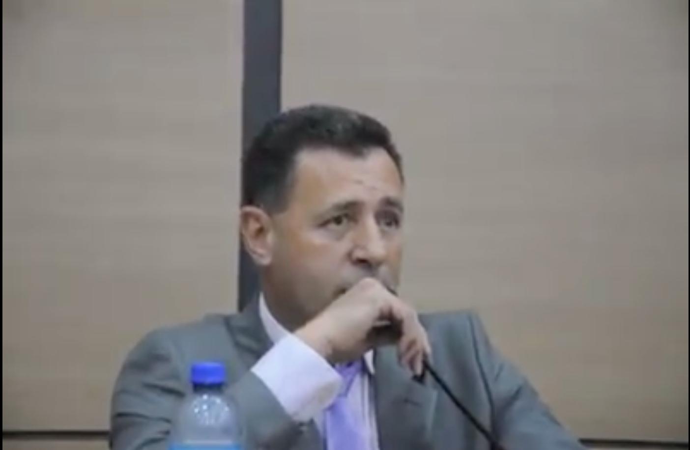 Vereador Quito, de Santa Cruz de Minas, é alvo do MPMG. Foto: reprodução de vídeo em audiência pública na Câmara Municipal de Santa Cruz de Minas