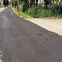 Dinheiro jogado fora! Sem planejamento prefeitura manda recapear avenida cujo maior problema é falta de redes pluviais. Foto: Vanderli (Pref. SJDR)