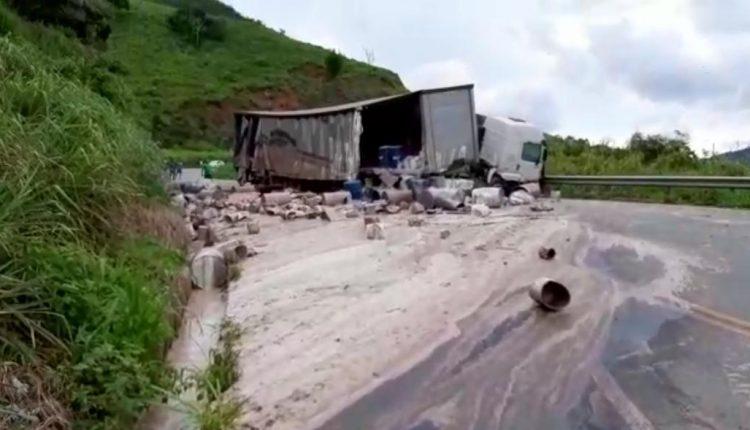 Carga tóxica contamina rio e suspende captação de água em Santa Bárbara do Tugúrio