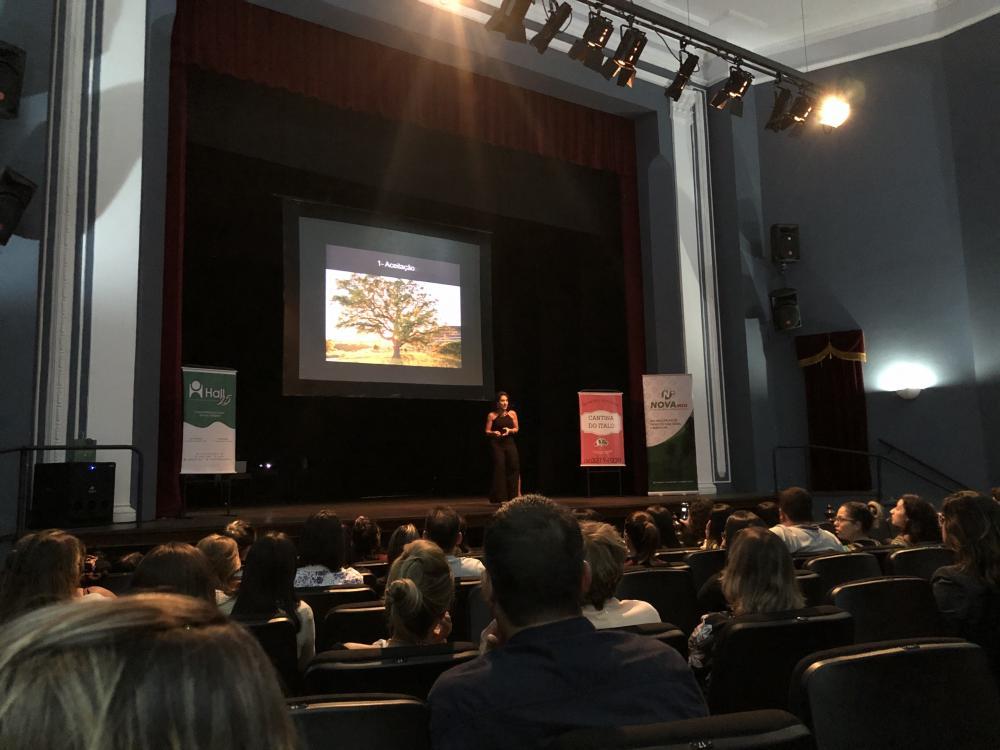 Junia Bretas no Teatro Municipal de SJDR. Foto: Mais Vertentes