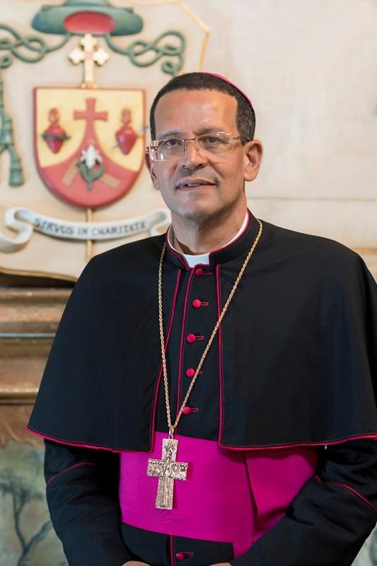 Bispo Dom José Eudes Campos do Nascimento ministra palestra em retiro espiritual de Carrancas/MG. Foto: Diocese de SJDR - Divulgação