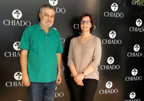 O jornalista José Venâncio com a editora executiva da Chiado, Rita Costa. Foto: Jornal das Lajes