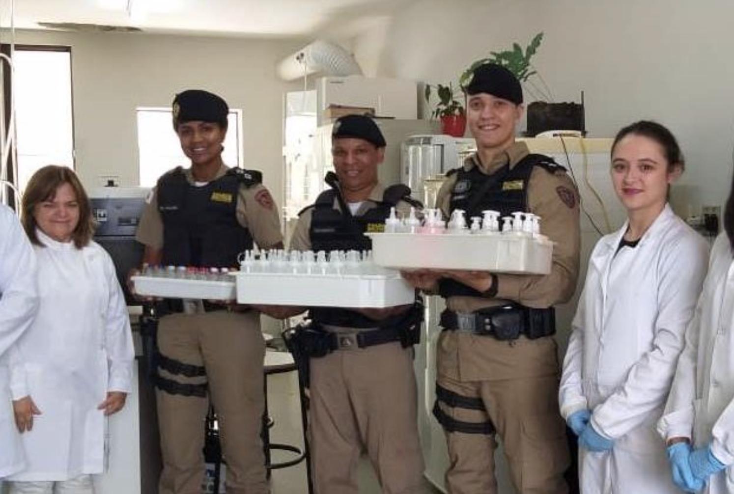 UFLA produz álcool em gel e doa parte para uso dos militares