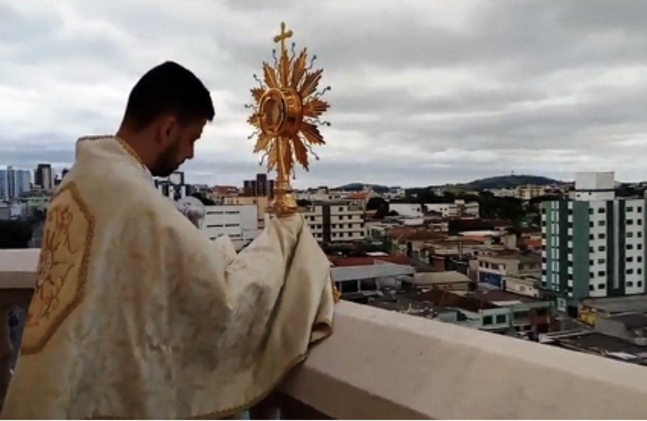 Cidade de Lavras recebeu a benção do Santíssimo Sacramento no domingo