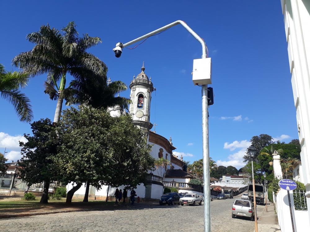 Câmara posicionada no Largo da Igreja de São Francisco, no centro da cidade. Foto: Orlando de Paiva Barros