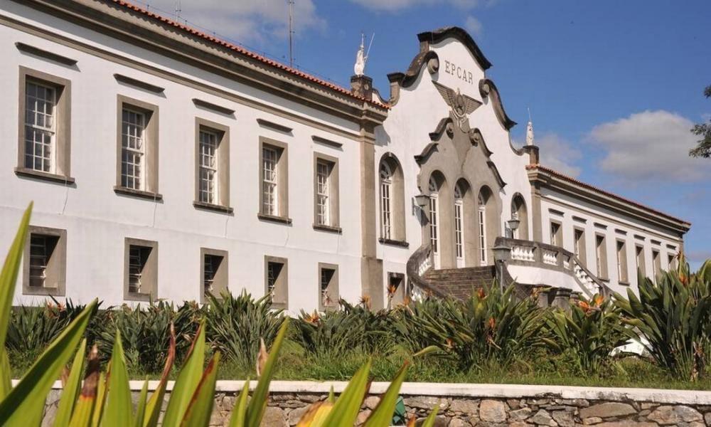 MPF apura surto que deixou quase 200 alunos com coronavírus em Barbacena