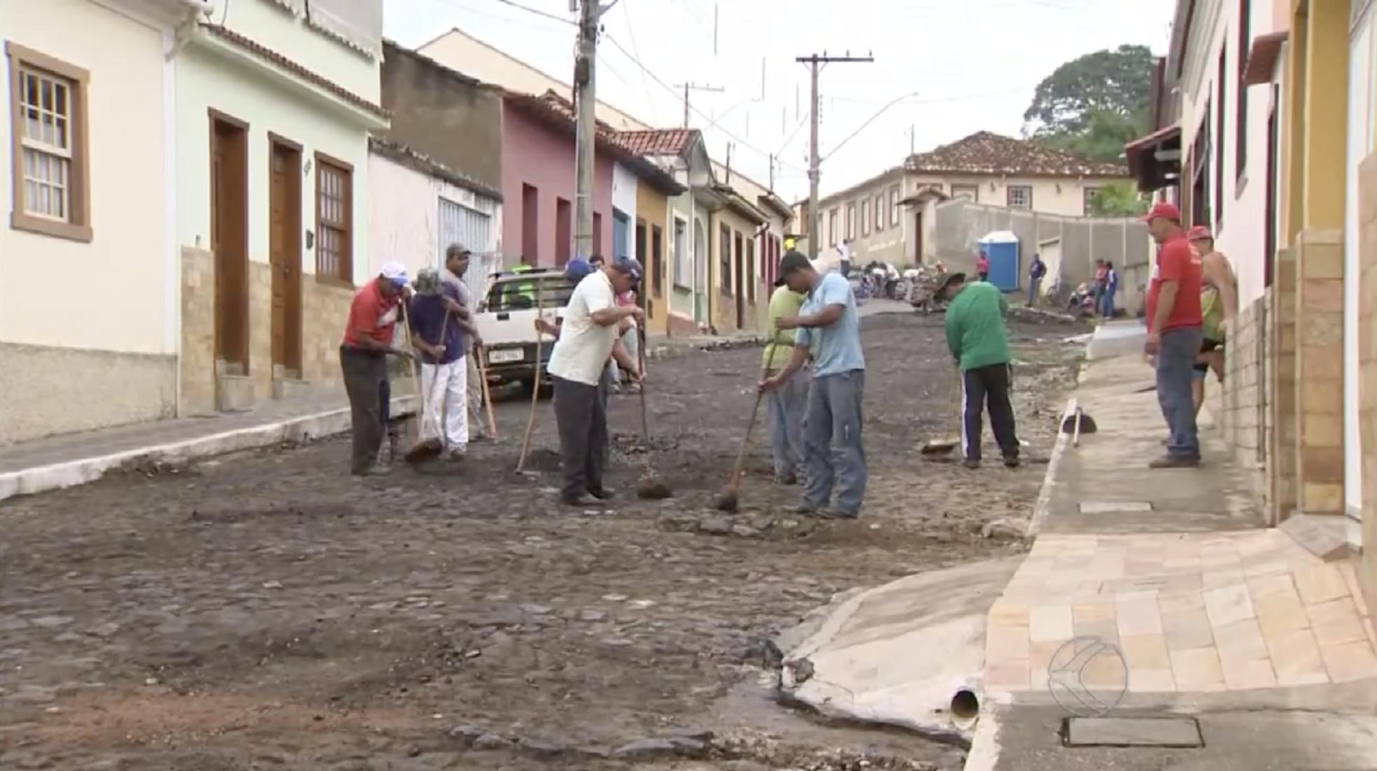Rua Santo Antônio volta à cena após polêmica do asfaltamento. Em 2015 o asfalto teve que ser retirado por determinação do MPF. Foto: Reprodução vídeo G1