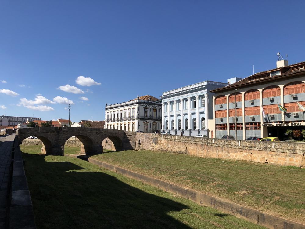 São João del-Rei fica no Programa Minas Consciente e comércio reabre na Onda Branca. Prefeitura já sabia!